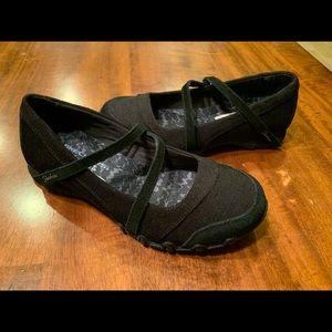 Skechers women's sneakers black - size 6- like new